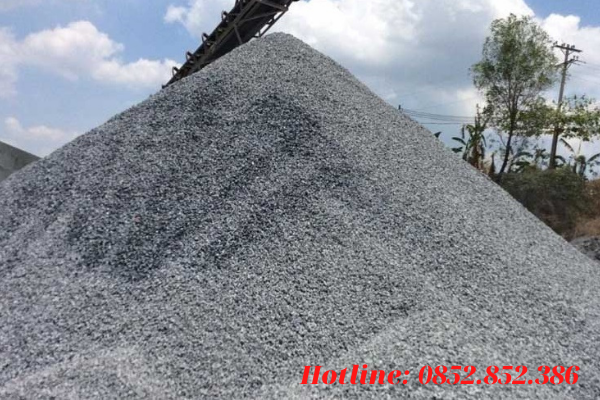Đá cấp phối là loại vật tư xây dựng có nguồn gốc từ đá 0x4. Hỗn hợp đá mi bụi và đá dăm hình thành nên đá cấp phối
