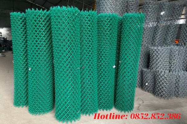 Lớp lưới b40 mạ kẽm được bọc bên ngoài một lớp nhựa chính là Lưới B40 bọc nhựa