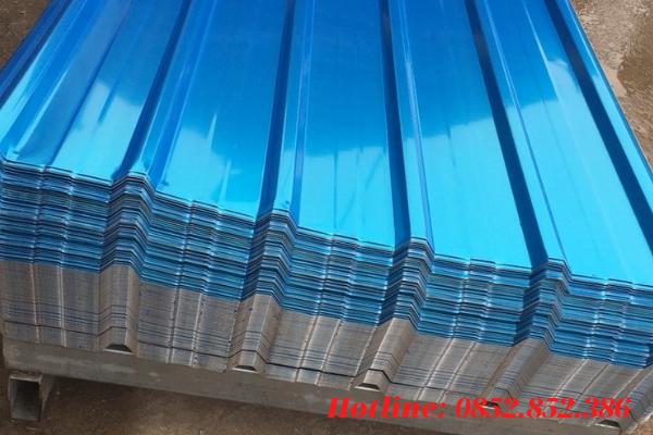 Những tấm thép mạ kẽm, mạ nhôm kẽm được phủ màu và được trải qua quá trình dập sóng thì tạo ra tôn cán sóng