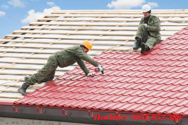 Tôn sóng ngói hay tôn giả ngói là loại thường thấy ở trên các mái nhà